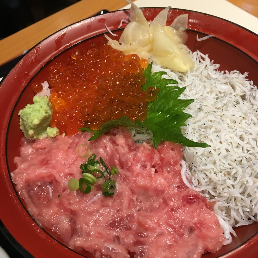横濱屋本舗食堂 南部市場 しあわせ丼