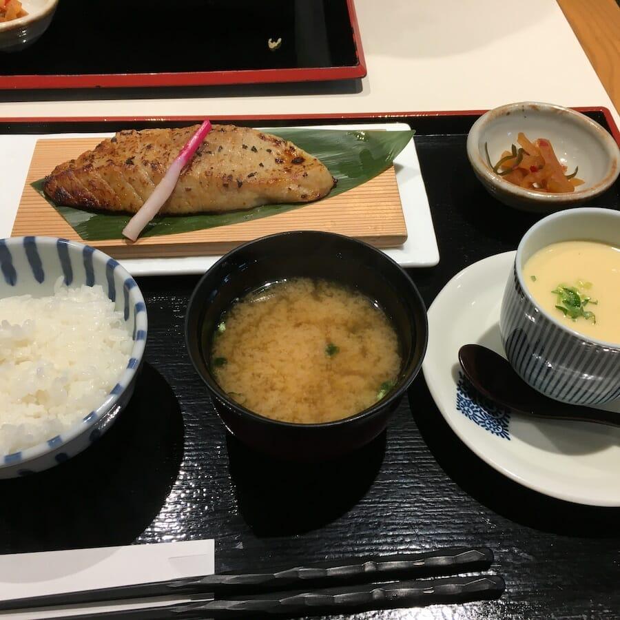 横濱屋本舗食堂 南部市場 金はらも定食 まぐろ