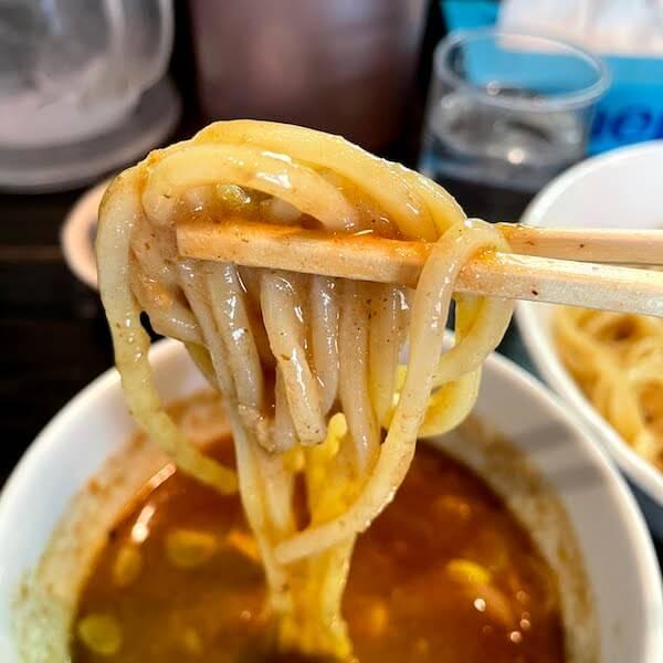 スープによく絡む麺